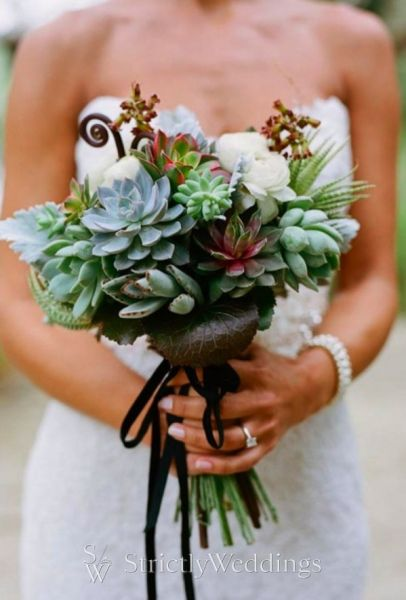 qweddings1 e1315800717705 Wedding Bouquet Trends   Fall Bouquet Ideas