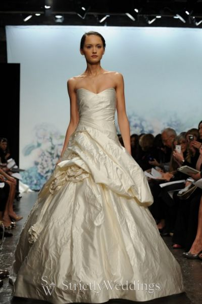 Monique Lhuillier – Timeless and Romantic Bridal Gowns