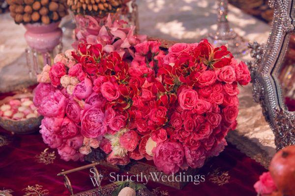 flowers galore in this las vegas wedding. Black Bedroom Furniture Sets. Home Design Ideas