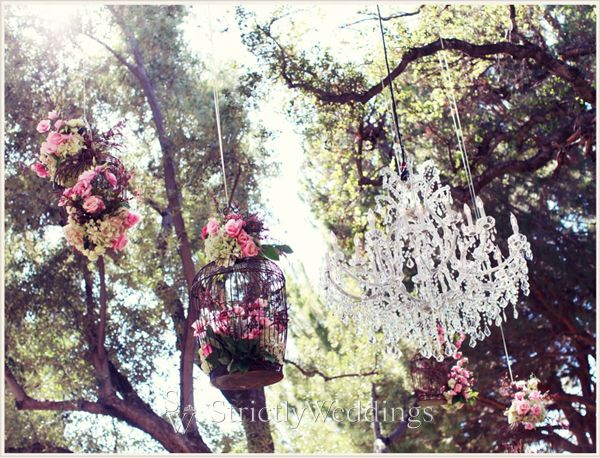 Butterfly Florals at Hummingbird Nest Ranch | Strictly Weddings